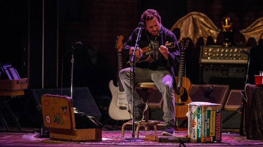 O cantor Eddie Vedder, que não se contentou em tocar no Brasil só com o Pearl Jam - Reinaldo Canato/UOL