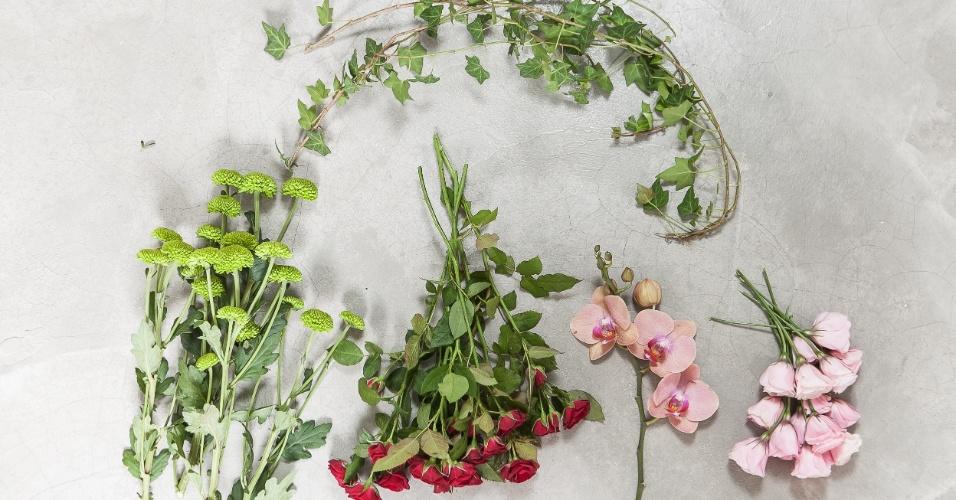 Flores e folhagens: hera estrela / crisântemo pinóquio verde / rosa spray / orquídea Phalaenopsis / lisianto