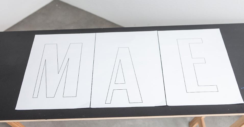 O primeiro passo é escolher as letras para compor a palavra MÃE ou o nome de sua mãe