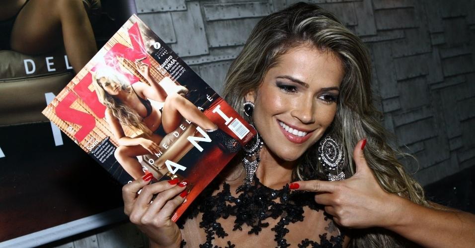 """7.mai.2014 - Fani Pacheco exibe a capa da revista """"Sexy"""". A ex-BBB é capa e recheio da publicação de maio. Este é o terceiro ensaio nu de Fani"""