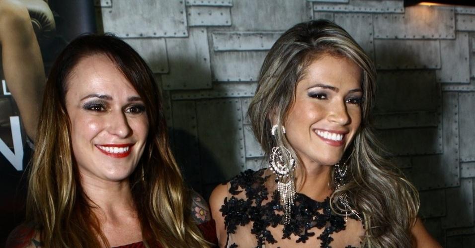 """7.mai.2014 - Fani Pacheco posa ao lado da também ex-BBB Bianca Jahara na festa de lançamento da revista """"Sexy"""", no Rio"""