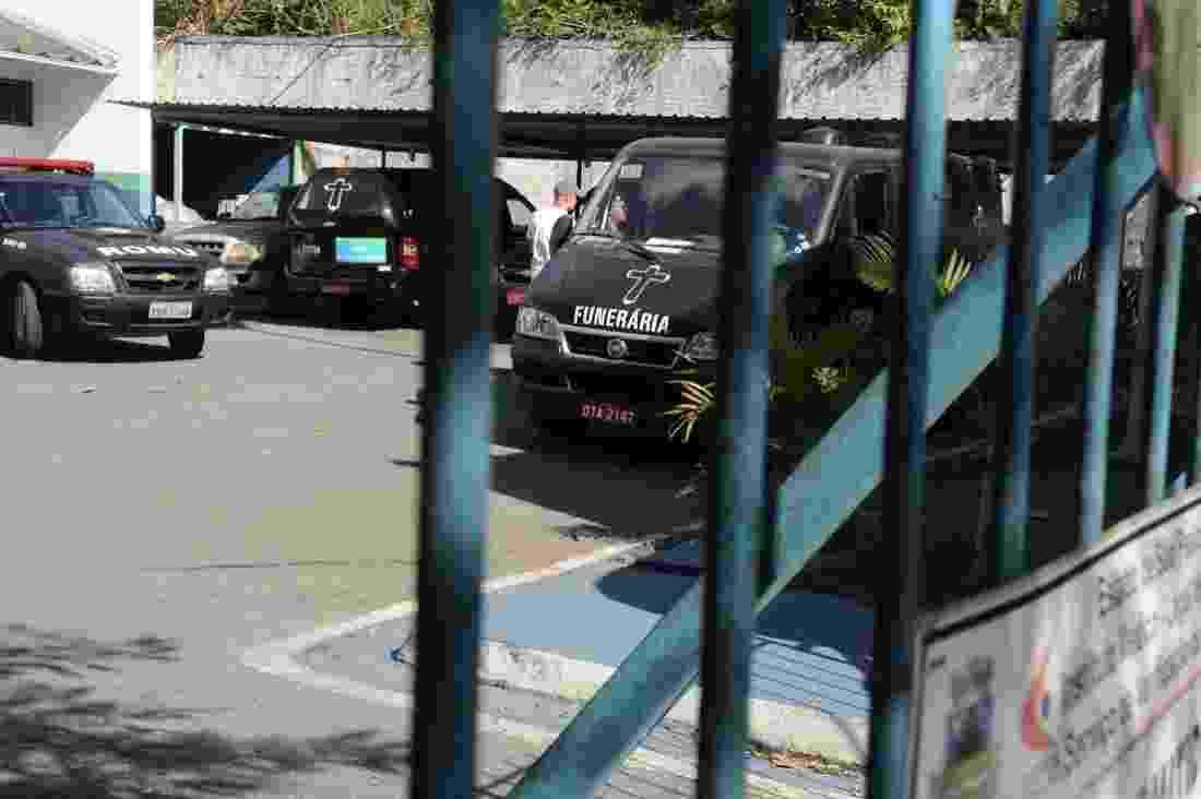 8.mai.2014 - Corpo de Jair Rodrigues chega ao IML de Cotia, onde o cantor morava e foi encontrado morto - Francisco Cepeda/AgNews