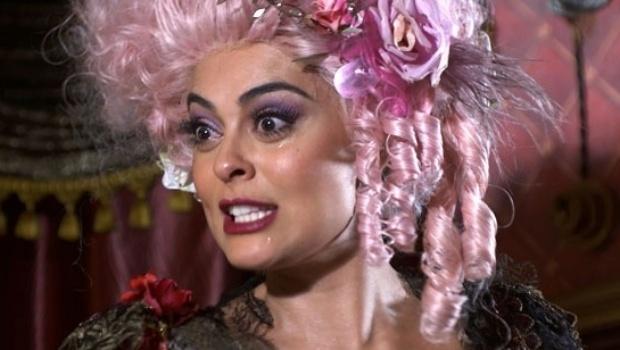 Ao saber que o marido está andando armado, Catarina pega Pituca e ameaça sair de casa