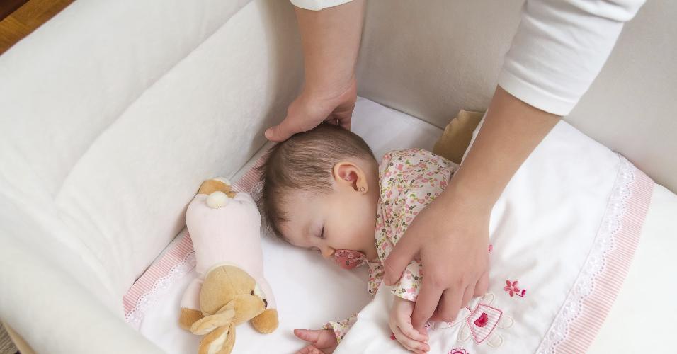 berço, bebê dormindo