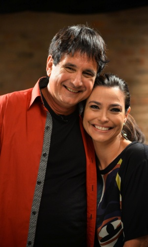 """7.mai.2014 - Biafra é um dos convidados do programa """"O Show da Vida é Fantástico"""", apresentado por Valéria Monteiro. Nos bastidores, ele cantou seu hit """"Sonho de Ícaro"""""""