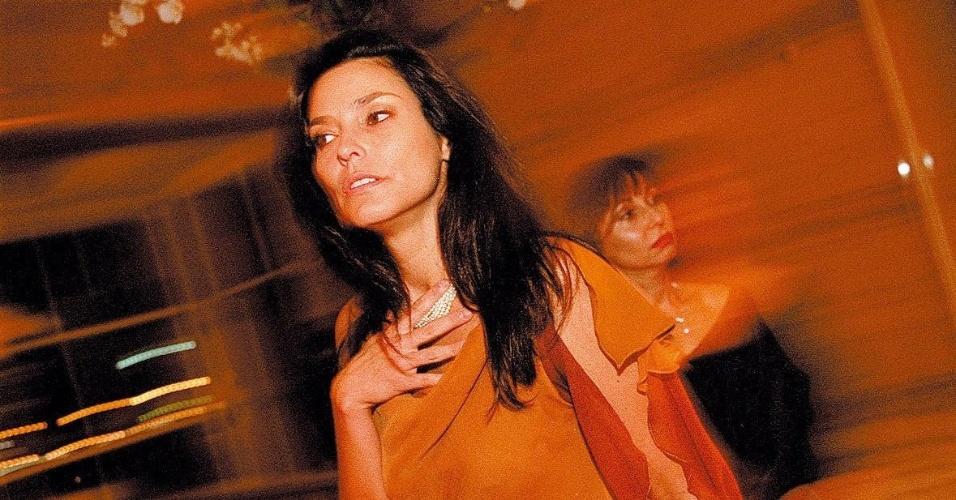 2.out.2003 - Quando voltou ao Brasil no inicio dos anos 2000, Valéria recebeu duas propostas para ser novamente apresentadora