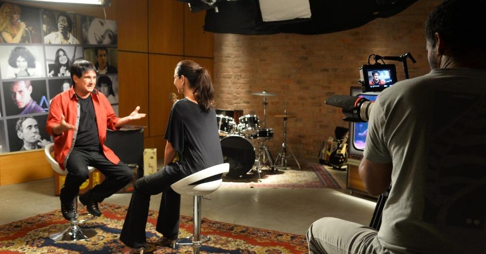 7.mai.2014 - Valéria Monteiro parecia bastante à vontade e seguro nos sets de gravações do programa de videoclips