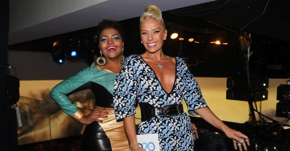8.mai.2014 - Adriane Galisteu e Gaby Amarantos posam lado a lado na festa de 20 anos da Discovery Networks, em São Paulo