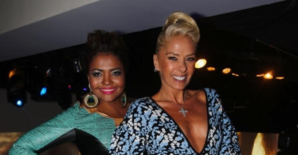 8.mai.2014 - Adriane Galisteu e Gaby Amarantos se juntam para fotos na festa de 20 anos da Discovery Networks, em São Paulo