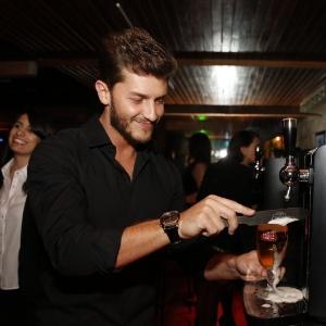 8.mai.2014 - Famosos se divertem no lançamento de concurso de uma marca de cerveja na casa do ator e diretor Wolf Maya, no Rio de Janeiro