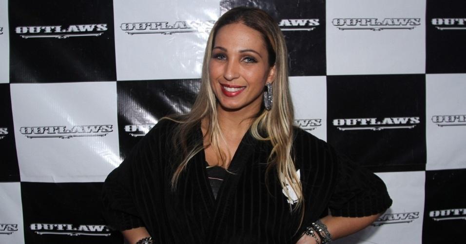 8.mai.2014 - Valesca Popozuda agita o público da casa de show Outlaws, na Rua Augusta, em São Paulo. A funkeira cantou vários de seus sucessos, incluindo o hit