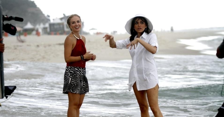 9.mai.2014 - Angélica grava entrevista Monica Iozzi para o programa
