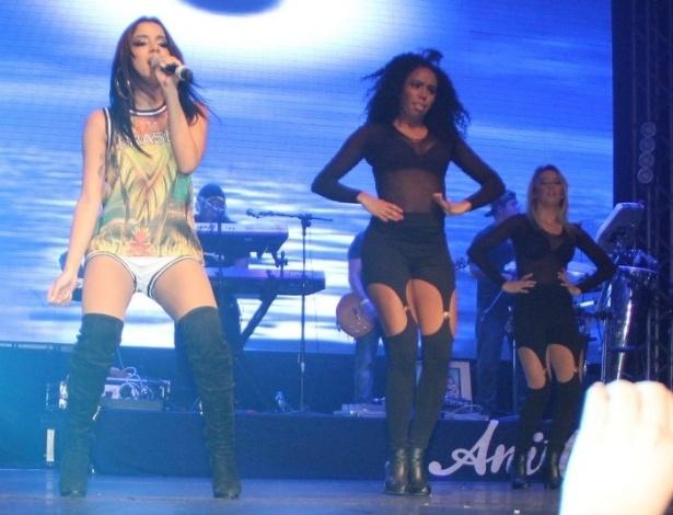 9.mai.2014 - Anitta se apresenta na I9 Music, em São Gonçalo, no Rio de Janeiro