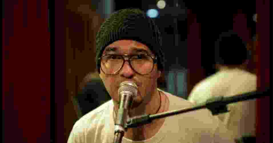 Alexandre Pessoal, conhecido como Guga, é vocalista do grupo Fica Comigo - Reprodução/Facebook