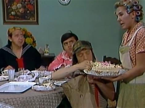 """Em """"O Aniversário do Quico"""", o filho de Dona Florinda recebe seus amigos em sua casa, só que Chaves, com muita fome, se antecipa e detona os sanduíches e bolo deixando Nhonho e Quico chateados"""