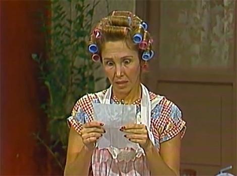 """No episódio, """"Bilhete Trocados"""", Seu Madruga manda Chiquinha ir até o açougue e lhe entrega uma lista de compras e Professor Girafales escreve uma carta de amor para Dona Florinda, só que os bilhetes são trocados e com isso acontece a maior confusão"""