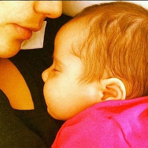 12.mai.2014 - Nívea Stelmann postou no Instagram uma foto da filha, Bruna, de um mês
