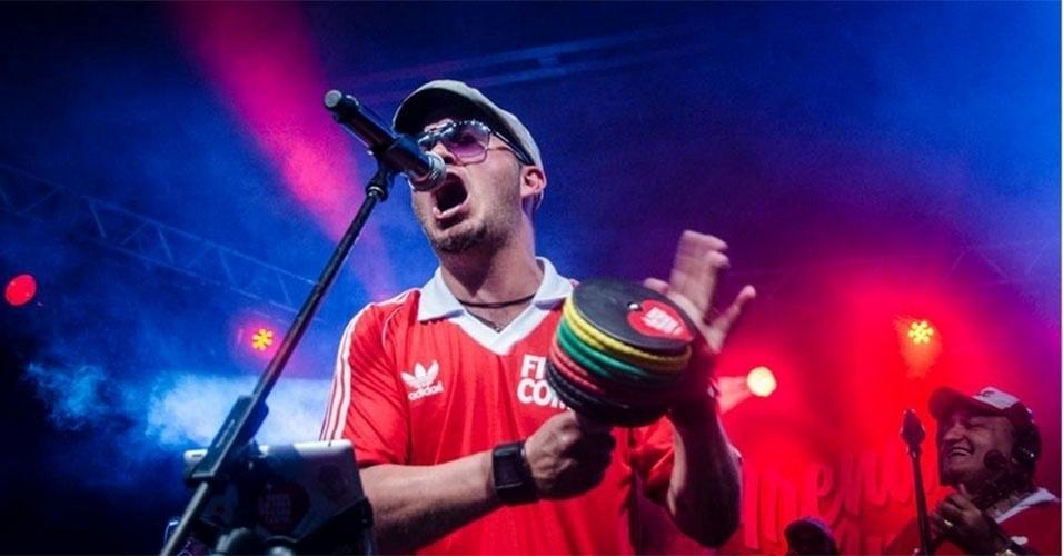 Gugu se apresenta com a banda Fica Comigo em agosto do ano passado, no Rio de Janeiro