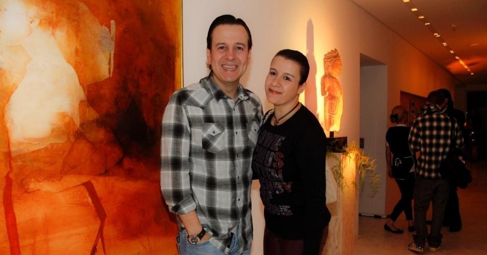 14.ami.2014 - O apresentador Celso Zucatelli e sua mulher, Ana Claudia, vão à comemoração do aniversário do consultor de etiqueta Fábio Arruda em São Paulo