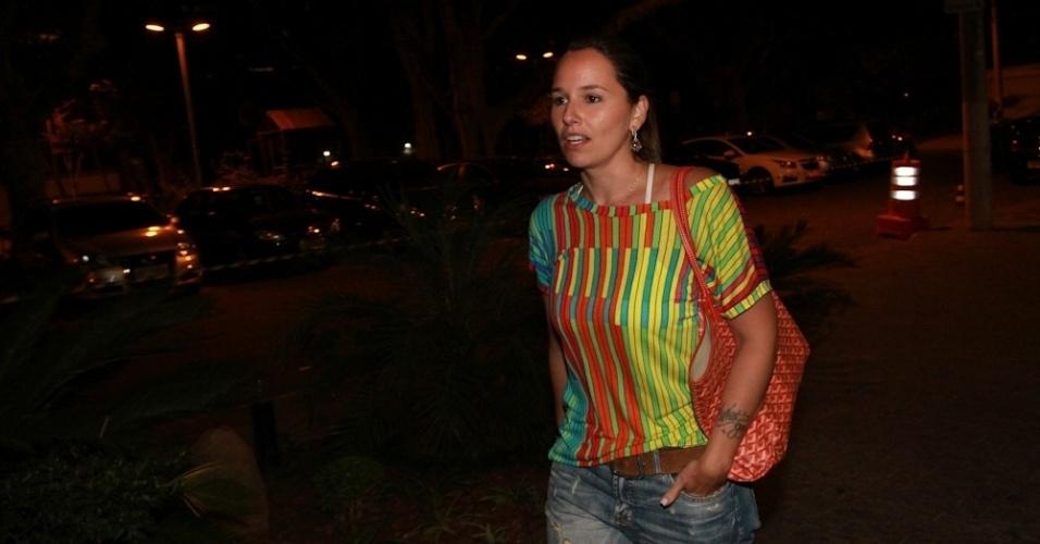 14.mai.2014 - A cantora Mariana Belém vai à missa de sétimo dia de Jair Rodrigues em São Paulo
