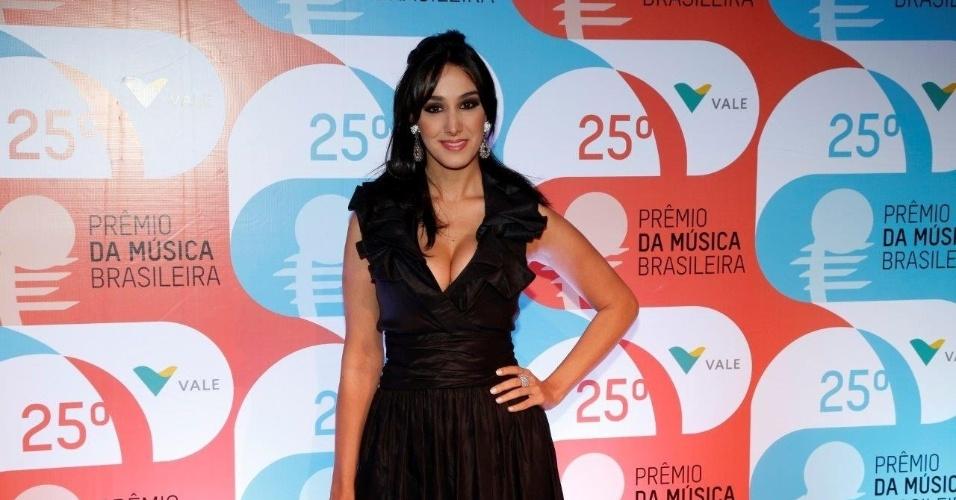 14.mai.2014 - A cantora Marina Elali chega ao 25º Prêmio da Música Brasileira no Rio de Janeiro