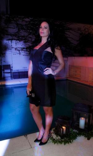 """14.mai.2014 - Cozete Gomes, que participou do programa """"Mulheres Ricas"""", da Band, prestigia a comemoração do aniversário do consultor de etiqueta Fábio Arruda em São Paulo"""