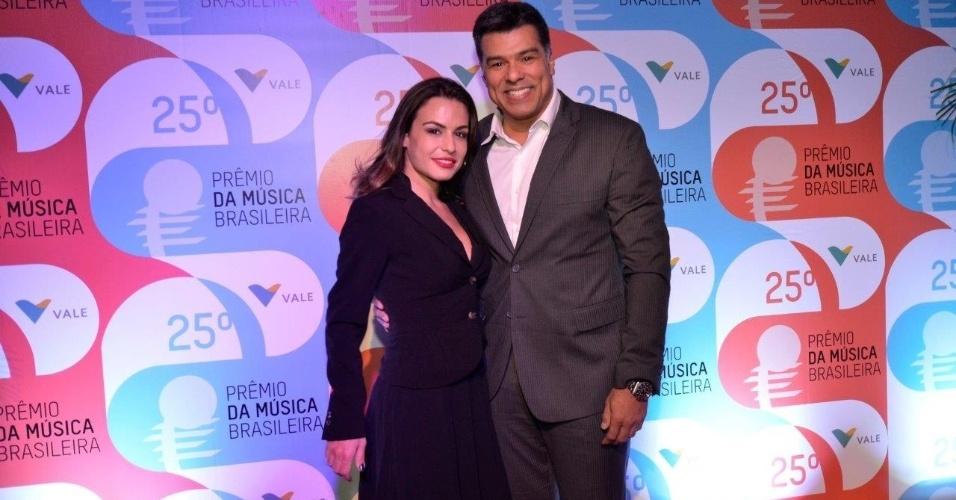 14.mai.2014 - O cantor Maurício Mattar e sua mulher Bianca Assumpção vão ao 25º Prêmio da Música Brasileira no Rio de Janeiro