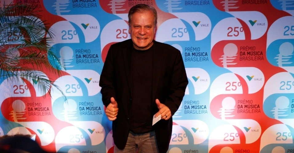 14.mai.2014 - O jornalista Chico Pinheiro chega ao 25º Prêmio da Música Brasileira no Rio de Janeiro