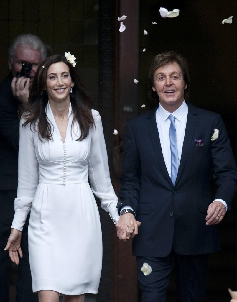 9.out.2011 - O ex-Beatle, Paul McCartney, se casa com a milionária norte-americana Nancy Shevell, em Marylebone Town Hall, em Londres