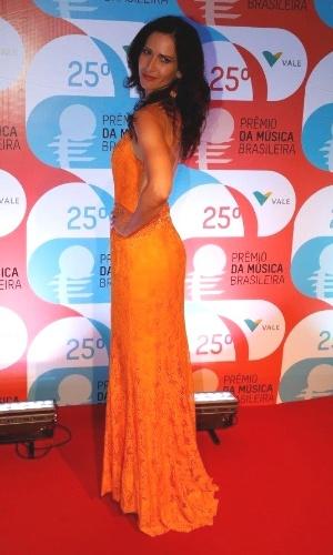 14.mai.2014 - A atriz Ingra Liberato desfila elegante no 25º Prêmio da Música Brasileira no Rio de Janeiro
