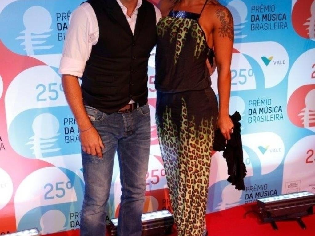 14.mai.2014 - Diogo Nogueira e sua mulher, Milena Nogueira, se divertem no 25º Prêmio da Música Brasileira no Rio de Janeiro