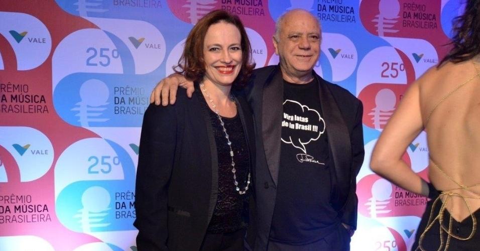 14.mai.2014 - O ator Tonico Pereira chega acompanhado ao 25º Prêmio da Música Brasileira no Rio de Janeiro