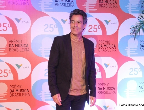 14.mai.2014 - O produtor musical Luiz Calainho no tapete vermelho do 25º Prêmio da Música Brasileira no Rio de Janeiro