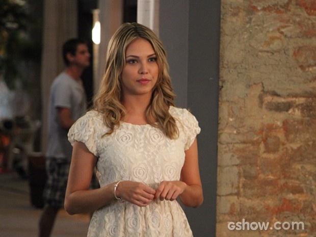 Beleza e jovialidade de Livia assustam Luiza