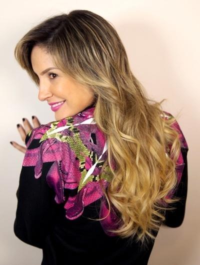 Claudia Leitte com californianas invernais feita pelo cabeleireiro Marcos Proença