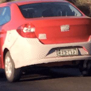 Novo Ford Ka, em sua inédita variação sedã, roda por estrada próxima a Tatuí (SP), cidade-sede do centro de testes da fabricante americana - Ângelo Juliano Pakes/UOL