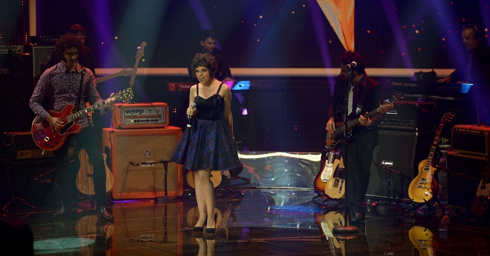 """11.mai.2014 - Banda Fuzzcas se apresenta na segunda noite de duelos do """"SuperStar"""""""