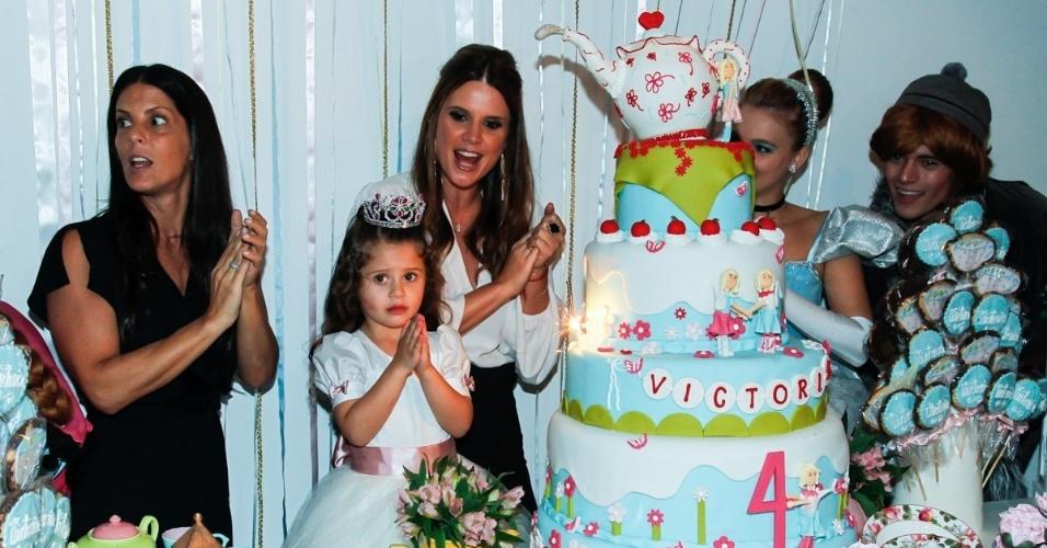 15.mai.2014 - A apresentadora Mariana Kupfer comemora o aniversário de quatro anos da filha Victória em uma casa de festas em São Paulo