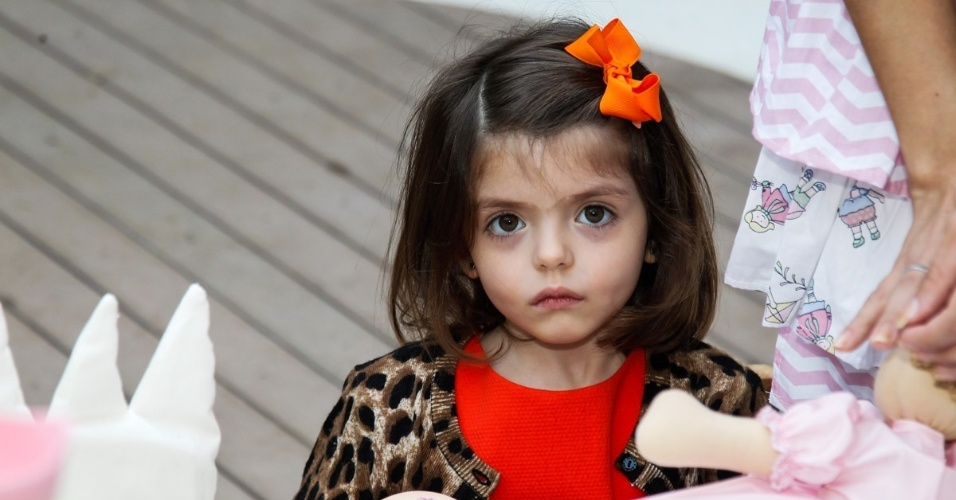 15.mai.2014 - Isabella, filha do jogador de futebol Kaká e de Carol Celico, brinca no aniversário de quatro anos de Victória, filha da apresentadora Mariana Kupfer, em uma casa de festas em São Paulo