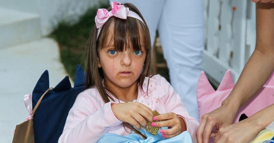 15.mai.2014 - Rafaella Justus, filha de Ticiane Pinheiro e Roberto Justus, brinca no aniversário de quatro anos de Victória, filha da apresentadora Mariana Kupfer, em uma casa de festas em São Paulo