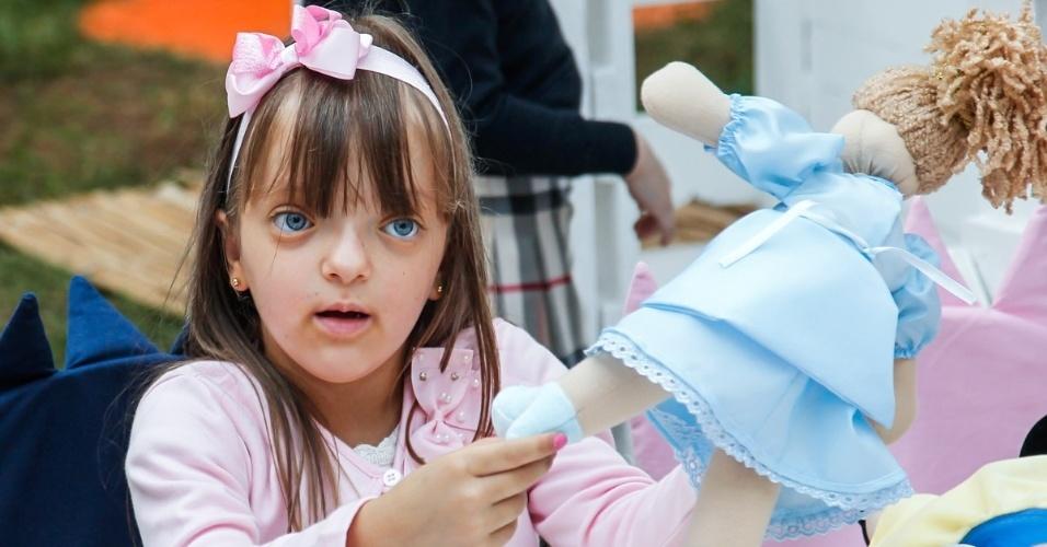 15.mai.2014 - Rafaella Justus, filha de Ticiane Pinheiro e Roberto Justus, vai ao aniversário de quatro anos de Victória, filha da apresentadora Mariana Kupfer, em uma casa de festas em São Paulo