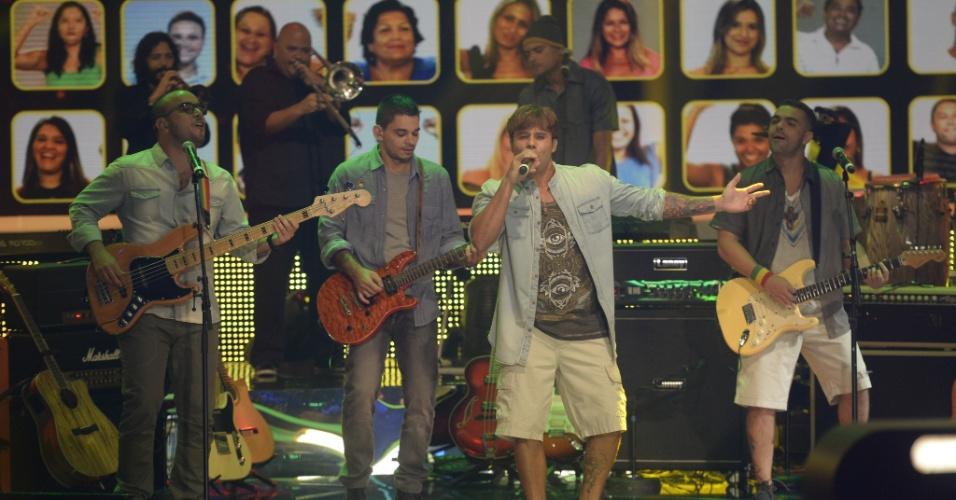 """27.abr.2014 - A banda Macucos, de Vila Velha, se apresenta no palco do """"SuperStar"""""""