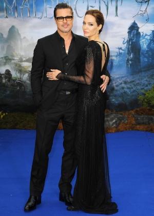 """8.mai.2014 - Angelina Jolie e Brad Pitt na première do filme """"Malévola"""", da Disney, em Londres - Getty Images"""