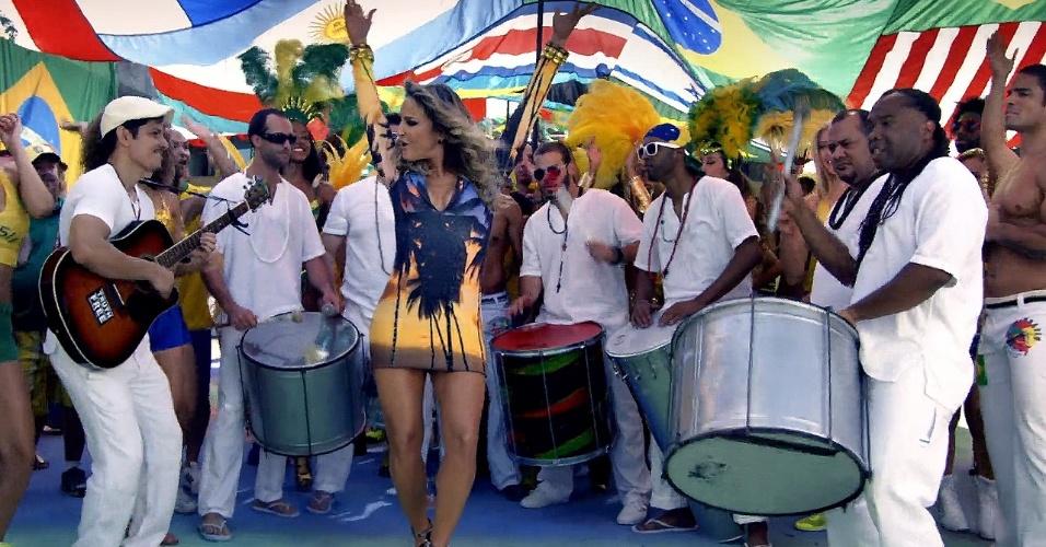 """Claudia Leitte em cena do clipe oficial da Copa do Mundo do Brasil, """"We Are One (Ole Ola)"""""""