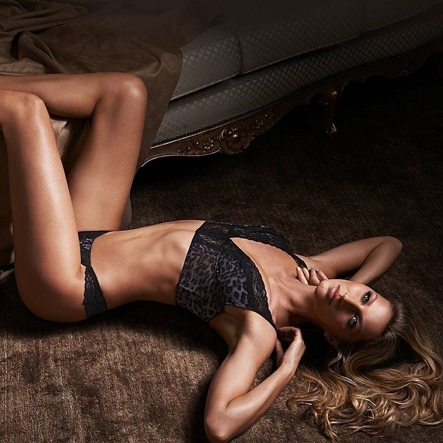 Gisele Bündchen posa de lingerie para a nova campanha da Gisele Bündchen Intimates