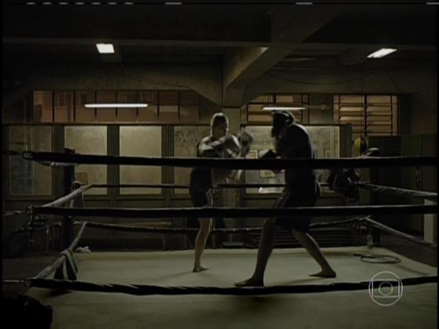 André paga a dívida e luta boxe com Sandra