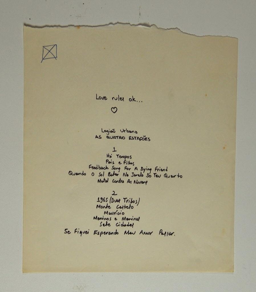 12.mai.2014 - Manuscrito de Renato Russo com a listagem de músicas do disco