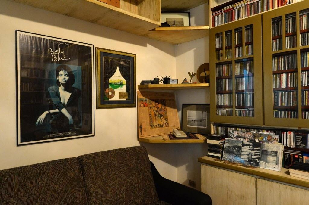 12.mai.2014 - Objetos de Renato Russo no apartamento onde o cantor morou entre 1990 e 1996, no bairro de Ipanema, no Rio de Janeiro, e mantido pelo filho Giuliano Manfredini