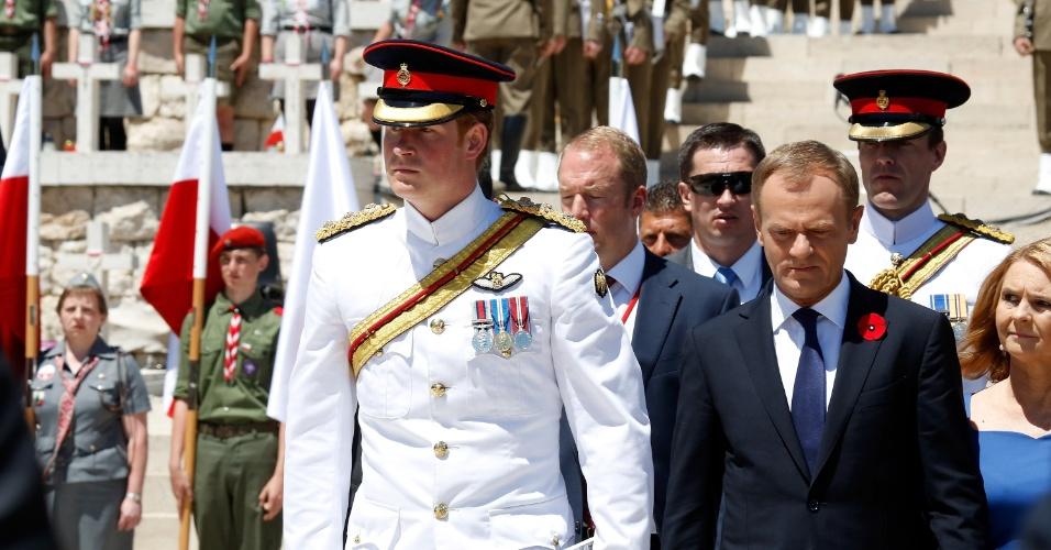 18.mai.2014 - Príncipe Harry visita o Cemitério de Guerra Polonês em Monte Cassino, na Itália. Ele está em visita oficial ao país europeu