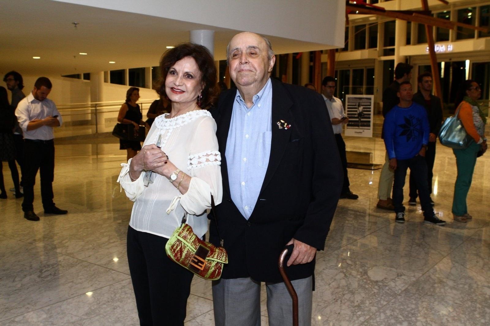 19.mai.2014 - Rosamaria Murtinho e Mauro Mendonça prestigiaram a estreia do musical